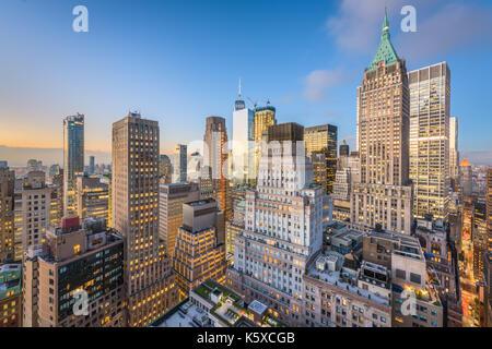 New york city financial district cityscape au crépuscule. Banque D'Images