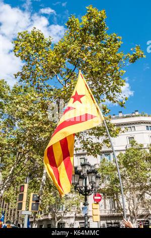 Barcelone, Espagne. Sep 11, 2017. Des milliers de pro-indépendance flags (estelades) remplir les rues de Barcelone, Banque D'Images