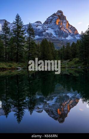 Lago blu (lac bleu) avec monte cervino (le Cervin), Breuil Cervinia, vallée d'aoste, Alpes italiennes, italie Banque D'Images