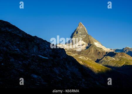 La face est du Cervin, Monte Cervino, au lever du soleil Banque D'Images