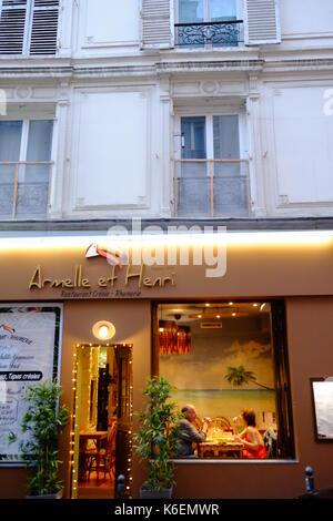 Quelques restaurants dans un restaurant créole dans la Rue Audran, Montmartre, Paris Banque D'Images