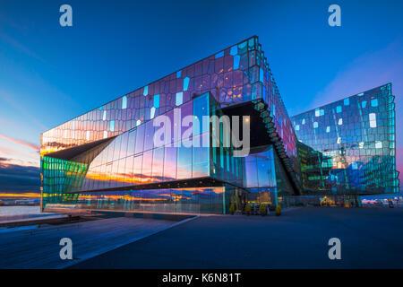 Harpa est une salle de concerts et centre de conférences à Reykjavík, Islande. Le concert d'ouverture a eu lieu Banque D'Images