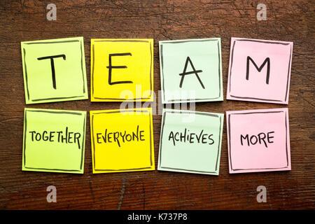 (Acronyme de l'équipe ensemble tout le monde obtient plus), le travail d'équipe motivation concept, écriture sur Banque D'Images