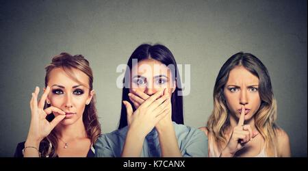 Garder un secret se taire concept. Trois femmes secret garder bouche fermée. Banque D'Images