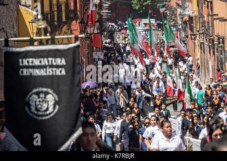 Un défilé dans le quartier historique au cours de la fête de l'indépendance du Mexique le 16 septembre 2017 à San Banque D'Images