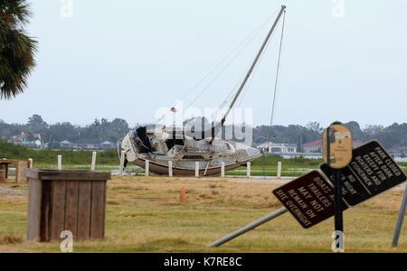 16 septembre 2017- st. Augustine, Floride, États-Unis - un drapeau est observé sur un voilier dans un terrain de Banque D'Images