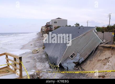 16 septembre 2017- sud Ponte Vedra Beach, Floride, États-Unis - le surf continue de frapper un accueil en bord de Banque D'Images