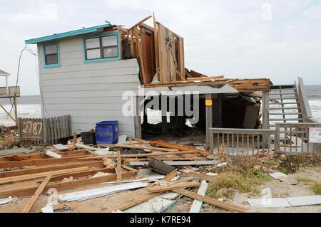 16 septembre 2017- sud Ponte Vedra Beach, Floride, États-Unis - les vagues sont vus à travers les ouvertures dans Banque D'Images