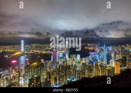 La ville et le port de Victoria vue depuis le Pic Victoria, Hong Kong, Chine Banque D'Images