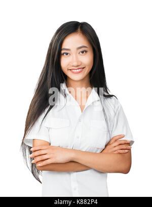 Moitié du corps, portrait de jeune femme à l'aspect oriental. Dame asiatique, les bras croisés sur la poitrine. Banque D'Images