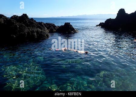 Scuba Diver Fajã Grande Île de Calheta São Jorge Açores Portugal Europe Banque D'Images