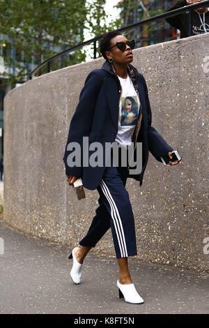 Londres, grossbritannien. 18 sep, 2017. donna Wallace, à l'éditeur d'accessoires elle uk, marcher en dehors de la Banque D'Images