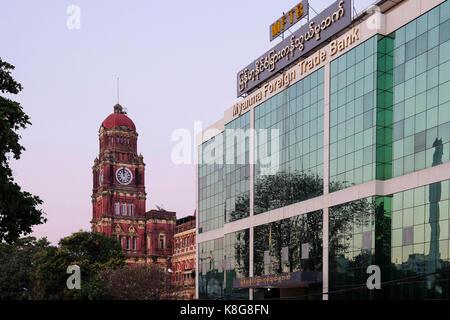 Birmanie, Myanmar: les bâtiments de l'époque coloniale à Yangon (anciennement Rangoon). Le bâtiment de la Haute Banque D'Images