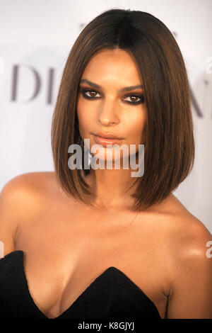Emily Ratajkowski participe au 3e Diamond ball annuel de Rihanna en profitant de la Fondation Clara Lionel à Cipriani Banque D'Images