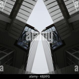 Image de la symétrie du bâtiment Banque D'Images