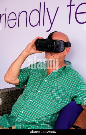 La technologie de la réalité virtuelle dans l industrie 4.0. Costume ... 1bff3e5d5789