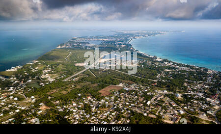 Vue aérienne de l'île Grand Cayman dans les Caraïbes Banque D'Images