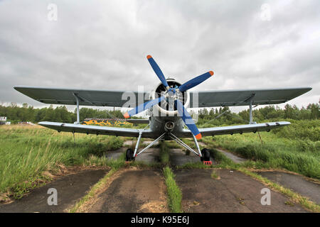 Sur l'aérodrome biplan, front view Banque D'Images