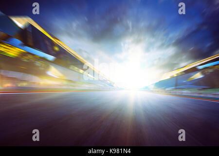 Vue de l'infini vide de course internationale d'asphalte, de l'imagerie numérique montage recomposition . fond de Banque D'Images