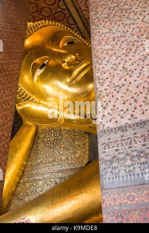Grand Bouddha d'or, dans le Wat Pho ou Wat Phra Nakhon temple à Bangkok, Thaïlande Banque D'Images