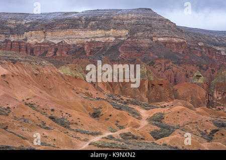 Chemin à travers la vallée rouge de Cappadoce, Turquie Banque D'Images
