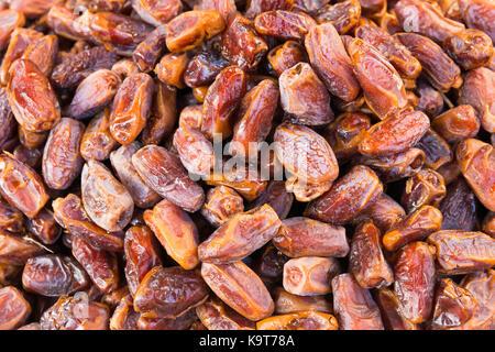 Close up de dates sur la rue du marché. Vue de dessus Banque D'Images