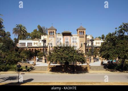 Façade du musée des arts et traditions populaires de Séville (Espagne) Banque D'Images