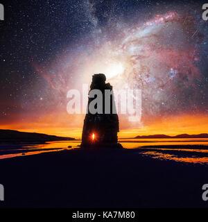 Ciel étoilé dans un spectaculaire rocher dans la mer sur la côte nord de l'Islande. légendes disent que c'est un Banque D'Images