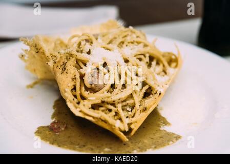 Les pâtes spaghetti avec du fromage