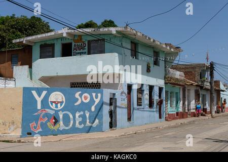 Street art à l'appui de Fidel Castro peint sur un mur de la rue à Trinidad, Cuba. Banque D'Images