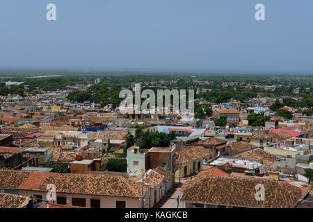 La vue sur le sommet des maisons colorées à Trinidad, Cuba. Banque D'Images