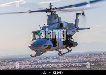 Un Corps des Marines américains UH-1Y Venom affecté à l'Aviation maritime Premier escadron d'armes et tactiques (MAWTS-1)