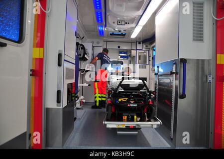 Germany, Bavaria, Munich, l'aéroport, la station des pompiers, le sud, de sauvetage, de voiture Banque D'Images