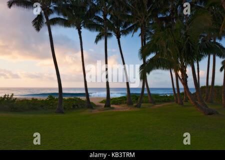 La première lumière au paradis de beauté le long de la côte sud à Po'UIP sur l'île de Kauai.
