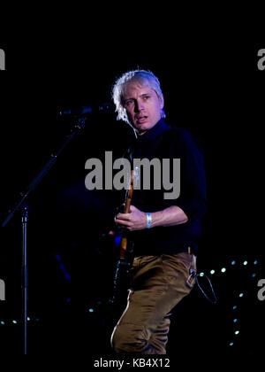 Alex Kapranos de Franz ferdinand sur scène joue au festival victorieux à Portsmouth, en Angleterre. Banque D'Images