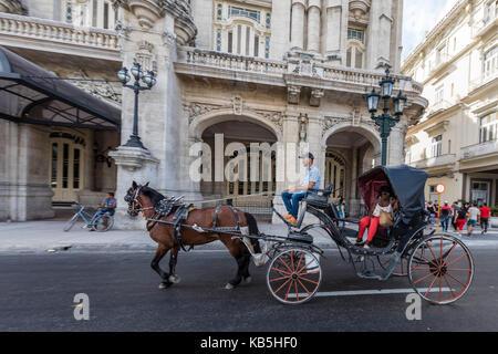 Chariots connue localement sous le nom de voitures à louer à la Havane, Cuba, Antilles, Amérique centrale