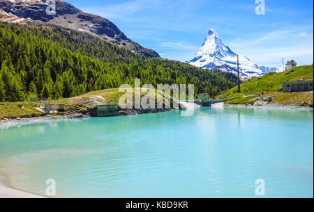 Moosjisee lake, l'un des cinq lacs autour de destination pic matterhorn à Zermatt, Suisse, Europe. Banque D'Images