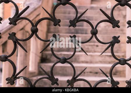 Les détails d'un ancien fer à repasser grille artistique Banque D'Images
