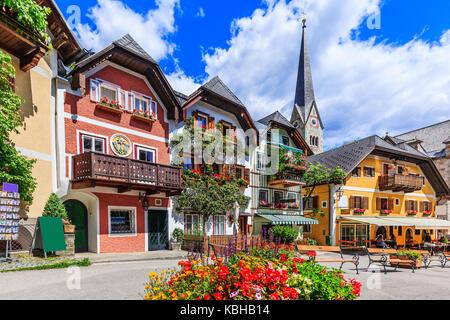 Hallstatt, Autriche. place principale dans le village. Banque D'Images
