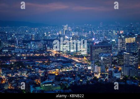 Skyline de Séoul dans la nuit, la Corée du Sud. Banque D'Images