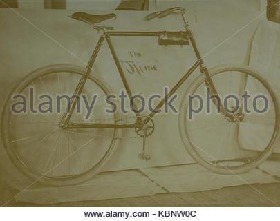 Archive américaine photo monochrome de l'Acme location fièrement affiché. Pris à la fin du xixe siècle par Charles Banque D'Images