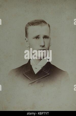 Archive américaine studio monochrome portrait photographique d'un jeune homme, Charles Reynolds Hadden, portant Banque D'Images