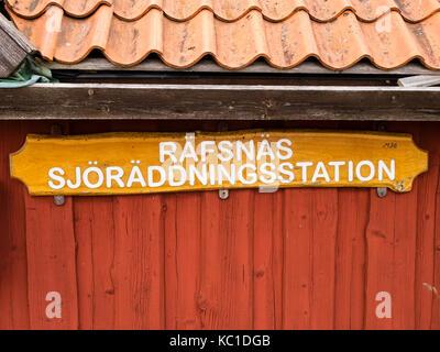 Maison de la Société suédoise de sauvetage maritime dans le port de Räfsnäs , près de Grädddö, Rådmansö dans l'archipel de Roslagen, Stockholm, Suède, Europé.