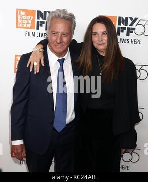 New York, New York, USA. 1 octobre, 2017. L'acteur Dustin Hoffman et sa femme lisa hoffman assister au 55e festival Banque D'Images