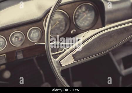 Vieille voiture abandonnée interior Banque D'Images