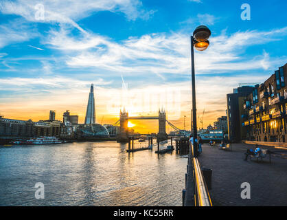 Themse, themse, Tower Bridge, le shard, sonnenuntergang, wasserspiegelung, Southwark, St Katharine's & wapping, Banque D'Images