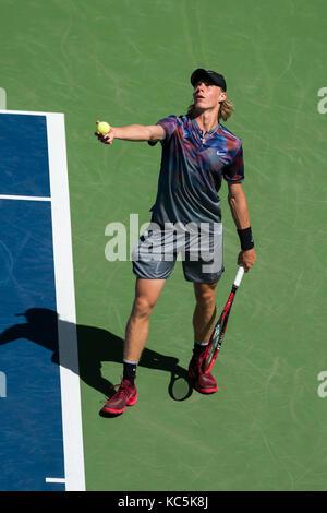 Denis shapovalov (can) de la compétition à l'us open 2017 tennis championships. Banque D'Images
