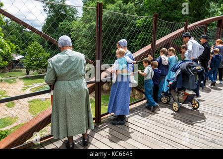 Washington DC, District of Columbia, National Zoo, Mennonite, famille parents parents enfants, tenue traditionnelle, Banque D'Images