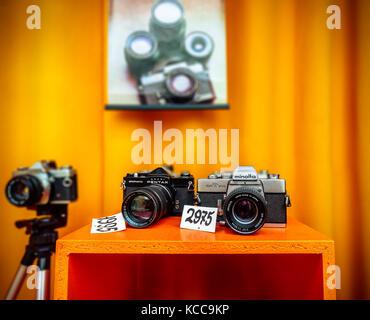 Vintage caméras dans une vitrine à Aarhus, le centre du Jutland, Danemark Banque D'Images