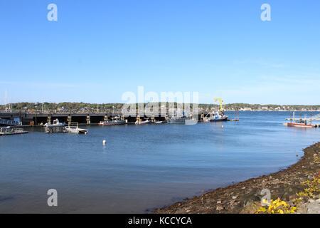 Une belle vue sur l'océan atlantique avec des navires, bateaux, et la côte de la Nouvelle-Angleterre dans le New Banque D'Images